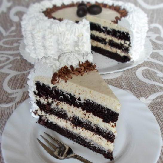 Crna torta sa belom čokoladom i bademima