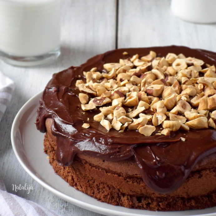 Mud cake od tamne čokolade i lešnika (bez brašna)
