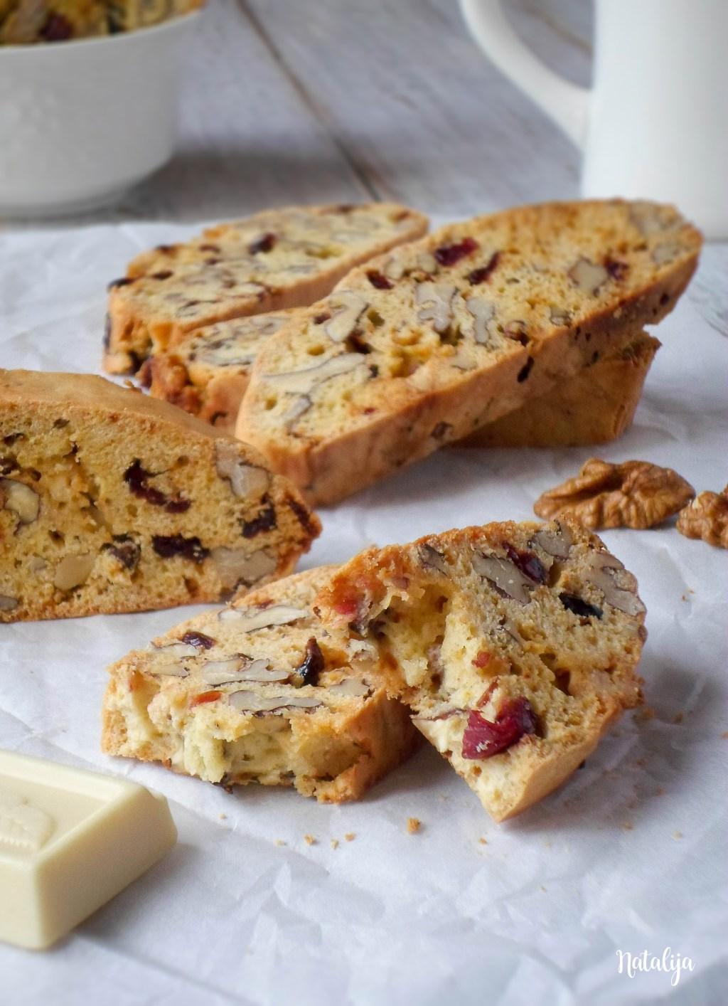 Biscotti - italijanski keks sa belom čokoladom, brusnicama i orasima