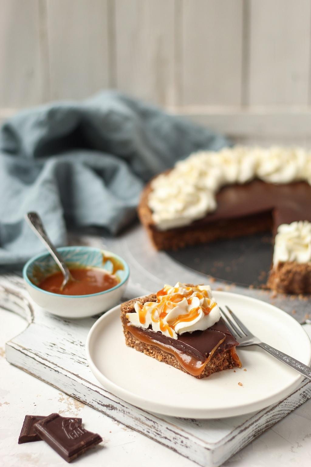 Čoko-karamel tart sa mascarpone kremom 7