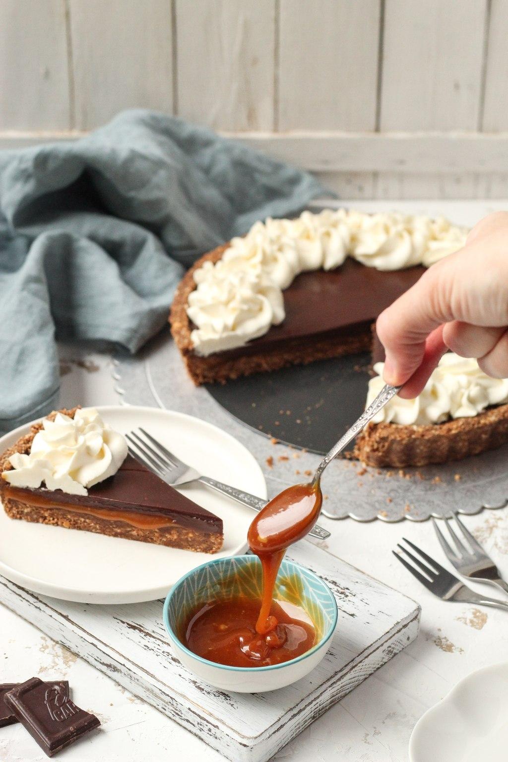 Čoko-karamel tart sa mascarpone kremom 4