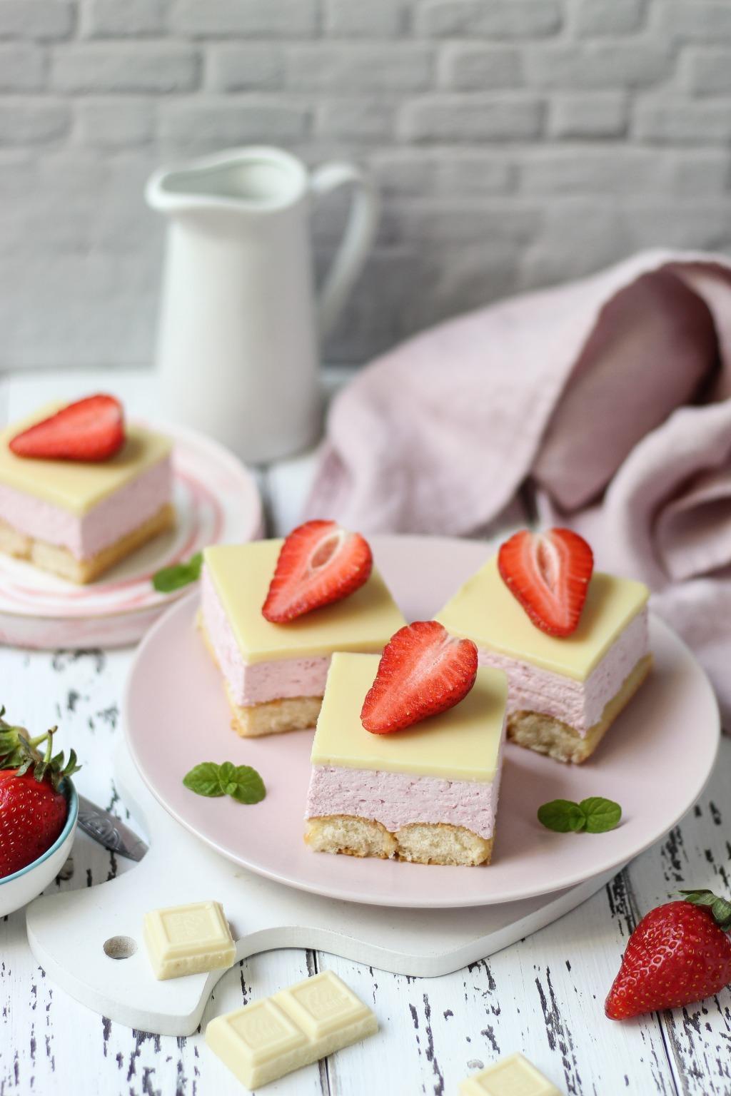 Brzi kolač sa jagodama i piškotama 1