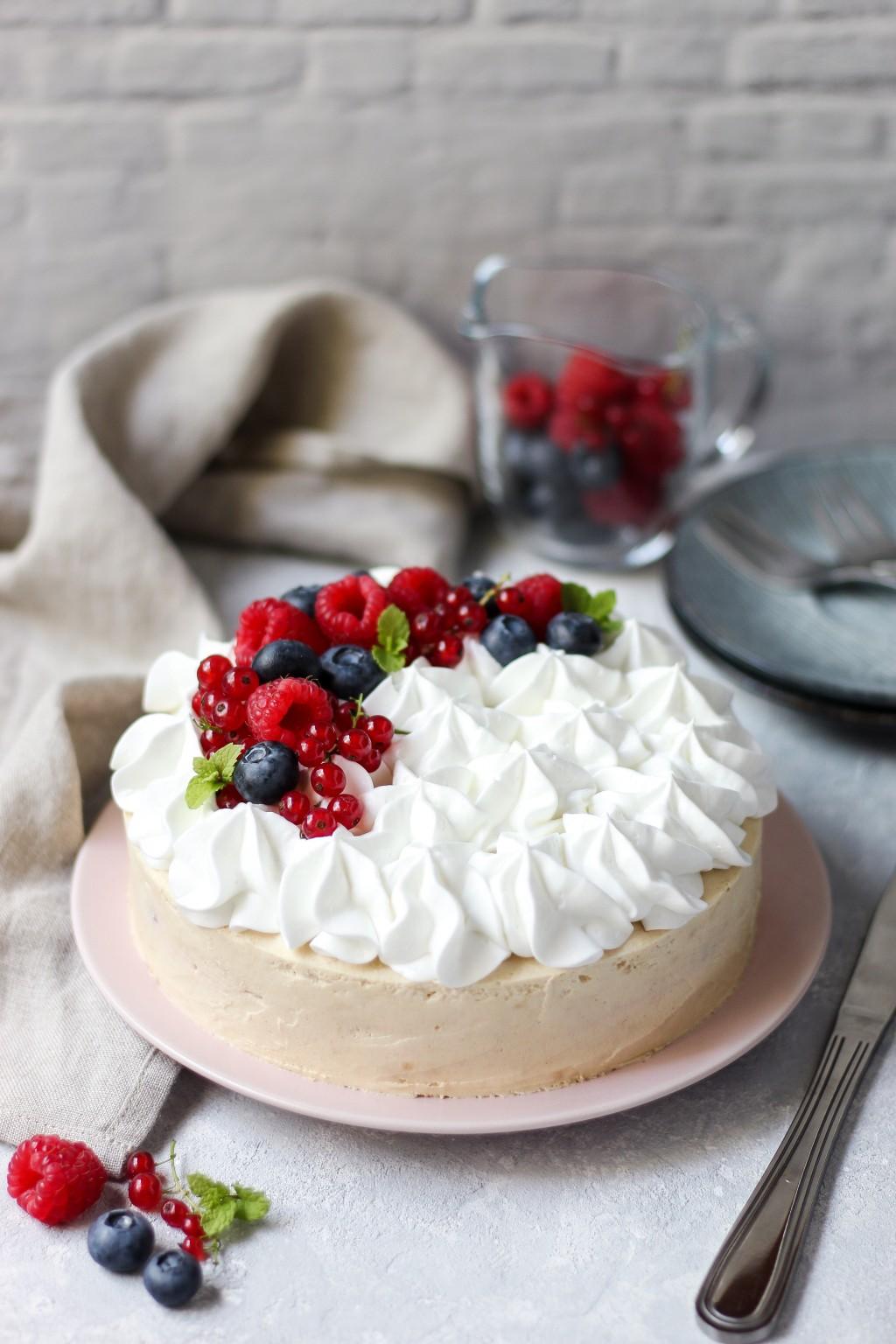 Brza torta sa malinama bez pečenja 1
