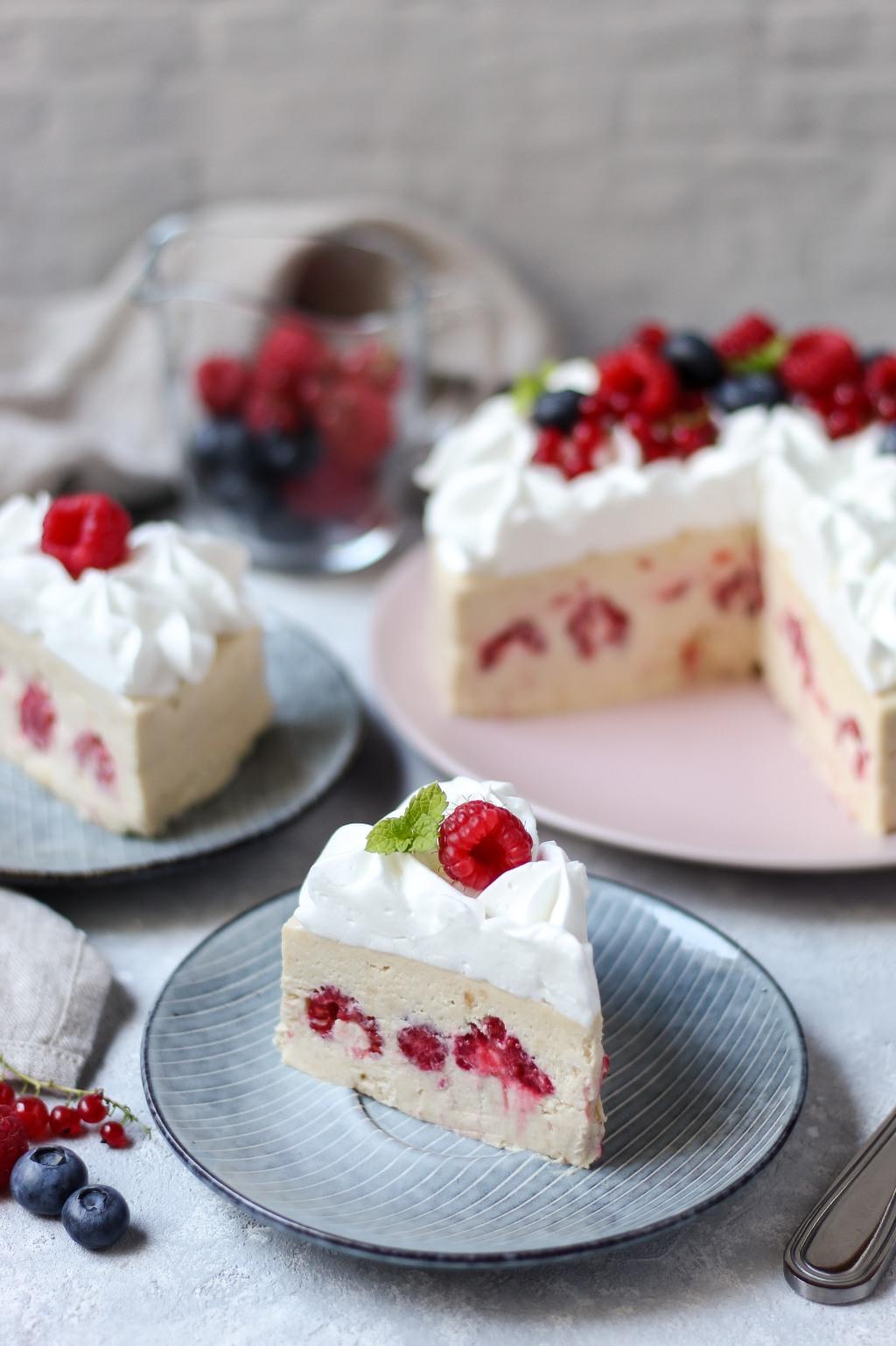 Brza torta sa malinama bez pečenja 6