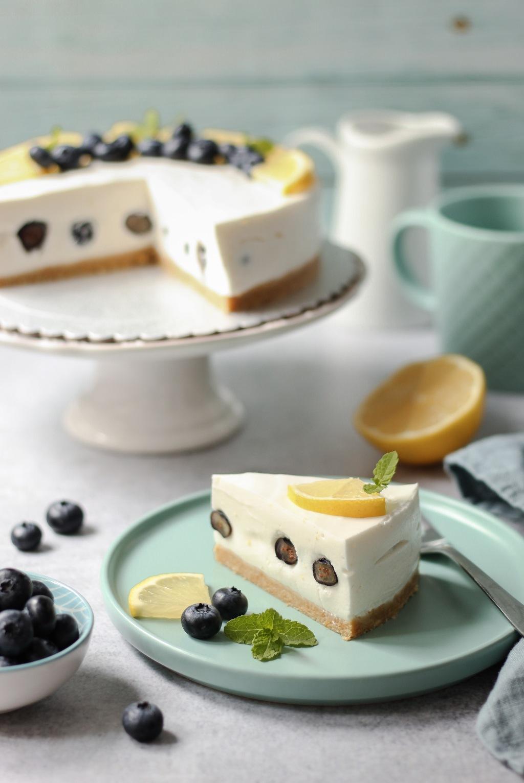 Jogurt torta od limuna i borovnica 6