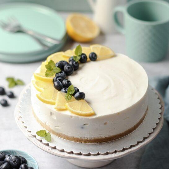 Jogurt torta od limuna i borovnica 1