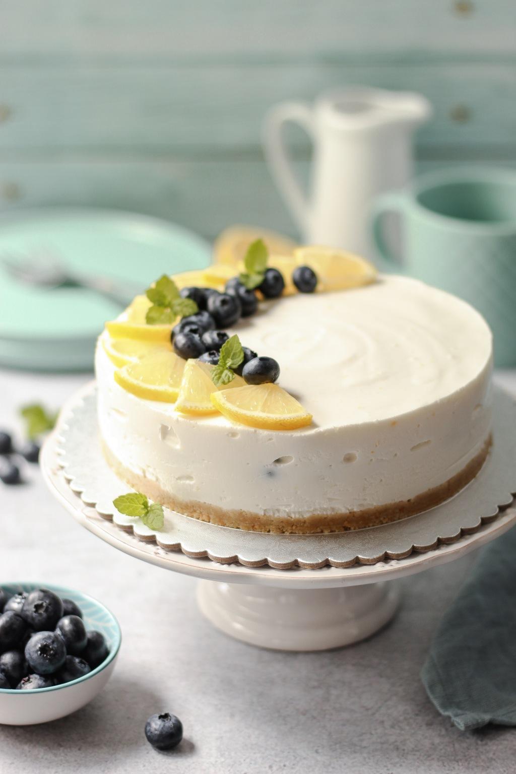 Jogurt torta od limuna i borovnica 2