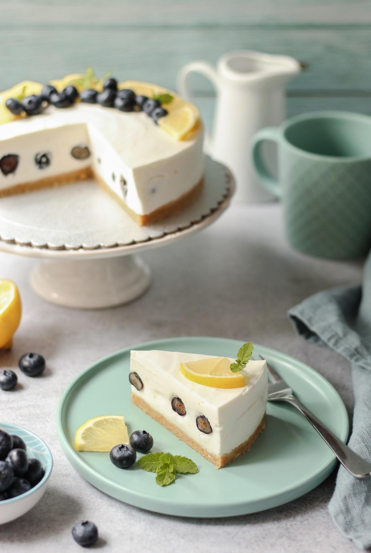 Jogurt torta od limuna i borovnica 4
