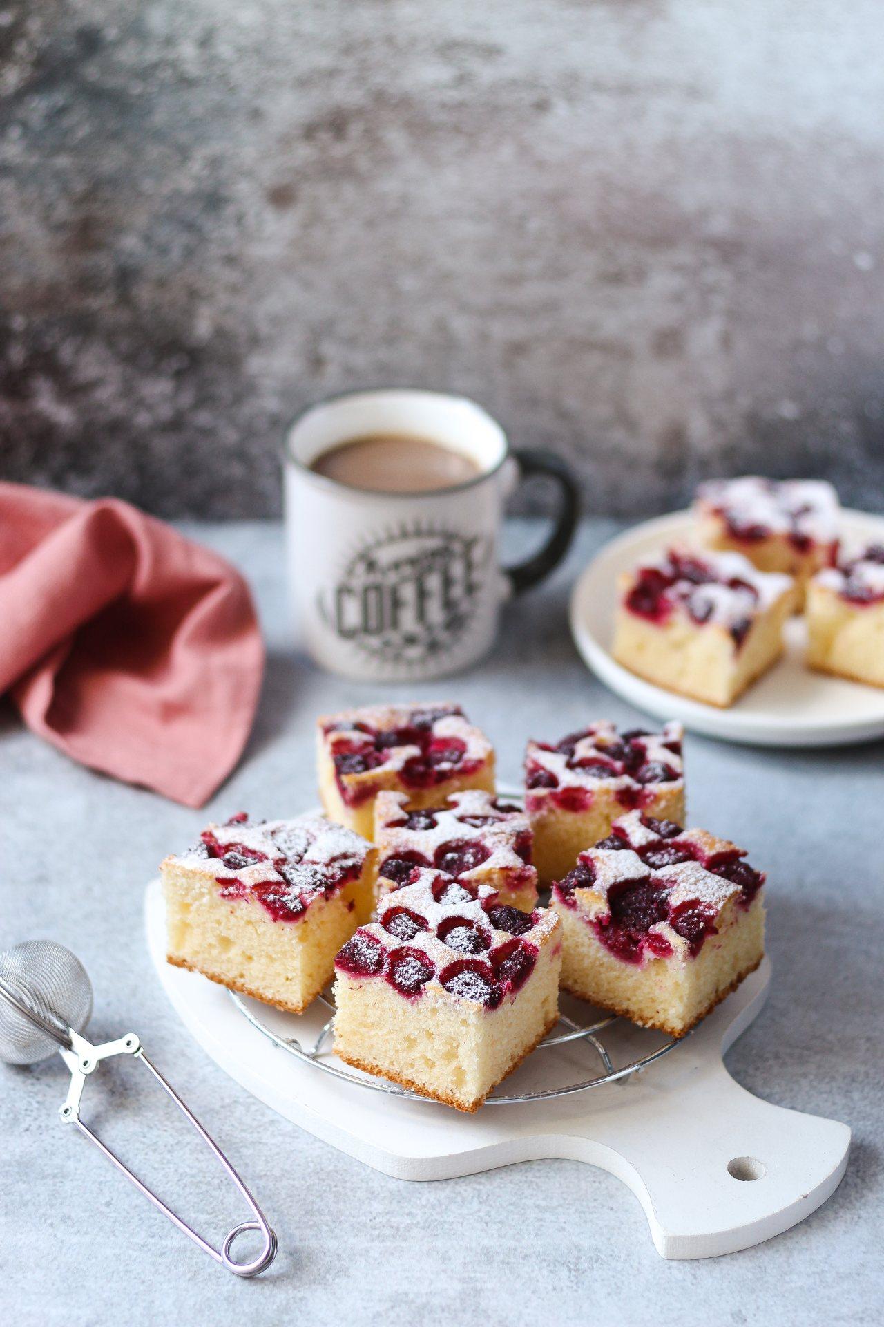 Brzi kolač sa kiselom pavlakom i malinama 1