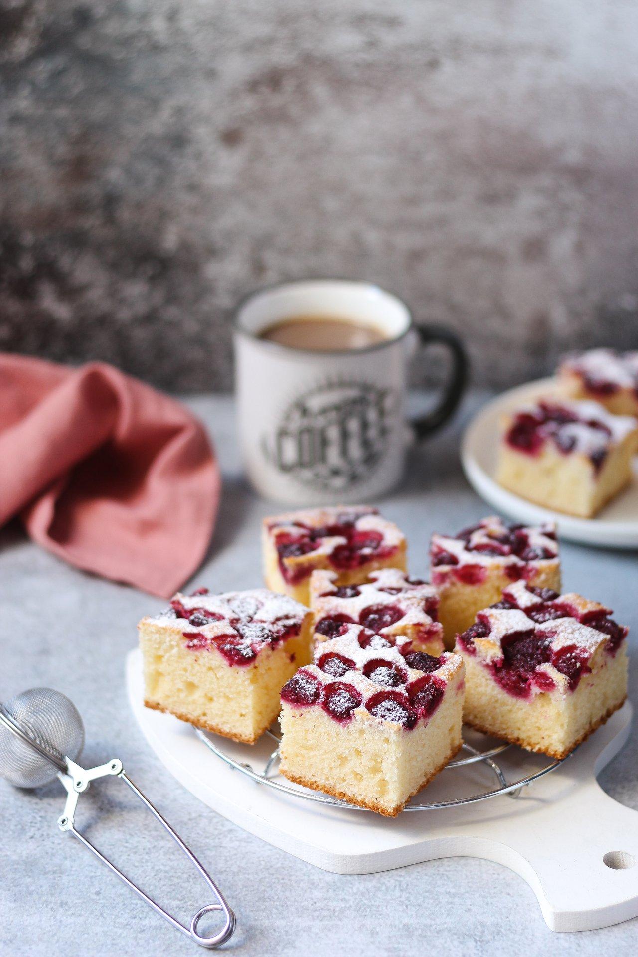 Brzi kolač sa kiselom pavlakom i malinama 2