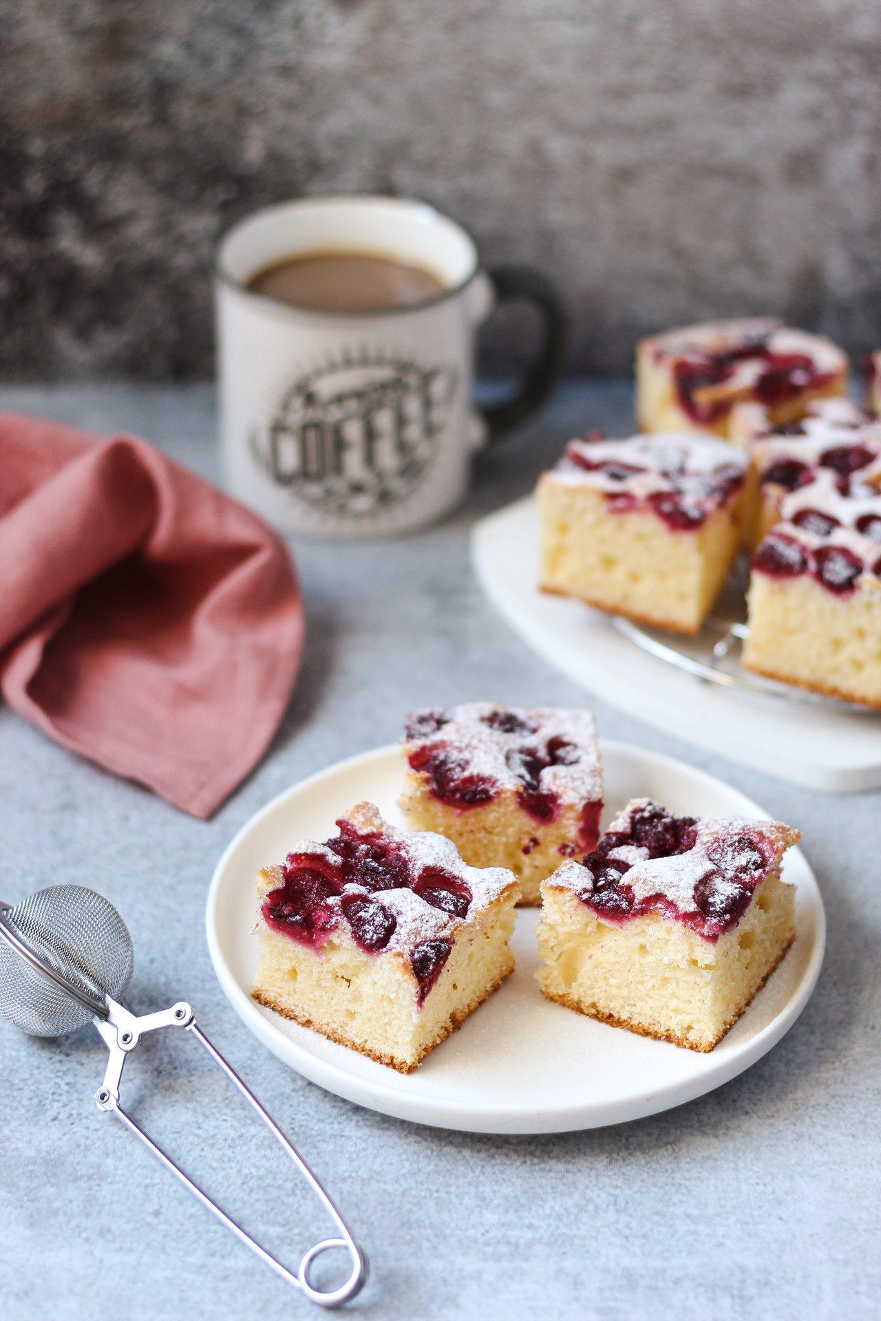 Brzi kolač sa kiselom pavlakom i malinama 3